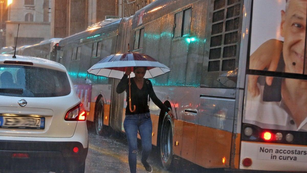 Meteo, Pasquetta con la pioggia. Turista francese muore in Sardegna