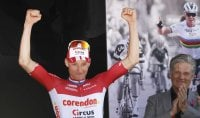 Amstel Gold Race, van der Poel beffa tutti in volata
