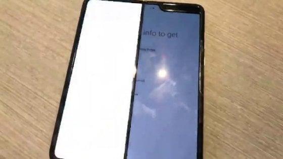 Foldgate, Samsung rinvia il lancio del Galaxy pieghevole