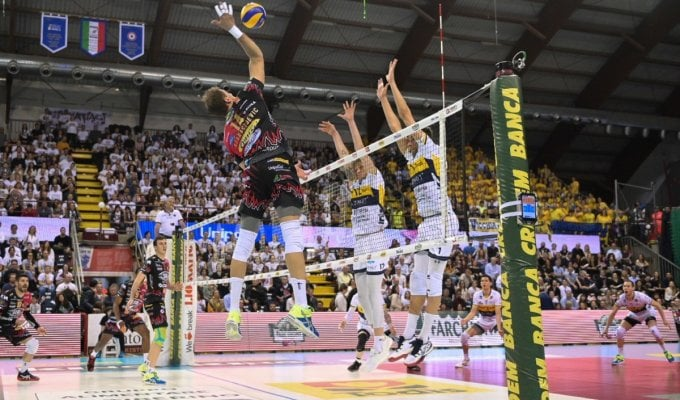 Volley, Superlega; semifinali play off: Perugia stacca Modena, Trento accorcia su Civitanova