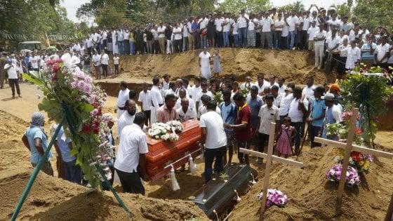 Sri Lanka, l'Isis rivendica gli attentati: 359 vittime, governo sotto accusa per le falle nella sicurezza