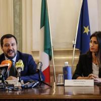 """Scontro sul 'Salva Roma': Salvini annuncia lo stralcio, l'ira di Conte: """"Non siamo i tuoi..."""