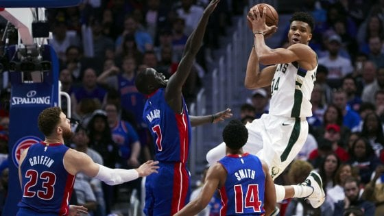 Basket, Nba: Antetokounmpo porta Milwaukee in semifinale, Jazz ancora vivi