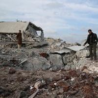 Siria, 3 bambini uccisi nei bombardamenti a Idlib, due scuole danneggiate, almeno 25 mila persone in fuga