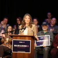 Marianne Williamson, la guru spirituale che vuole risanare l'America