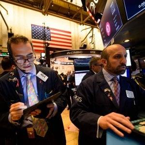 Borse deboli dopo i record di Wall Street. Euro sotto 1,12 dollari