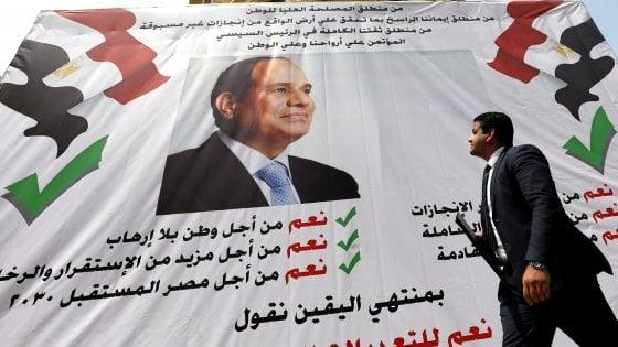 """Egitto, al Sisi vince il referendum, resterà al potere fino al 2030. Human Rights: """"Risultati senza legittimità"""""""