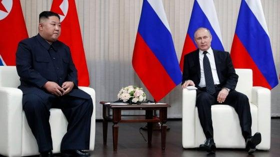 Vladivostok, stretta di mano tra Putin e Kim Jong-un. Ma non sembra portare a risultati concreti