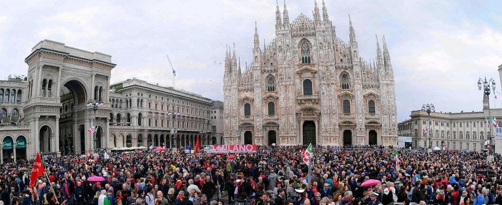 """25 Aprile, le piazze piene dell'Italia che festeggia la Liberazione. Mattarella: """"Fu una rivolta morale. No al baratto della libertà con l'ordine"""""""