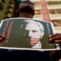 """L'inviato dell'Onu incontra Assange in carcere: """"Sta bene, la sua privacy è stata violata"""""""
