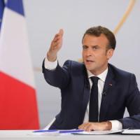 """Macron promette di tagliare le tasse: """"Taglieremo gli enti inutili ma i francesi lavorino..."""