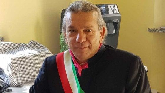 """Zerbo, il sindaco lascia, e i cittadini tappezzano il paese di cartelli: """"Ricandidati per noi"""""""