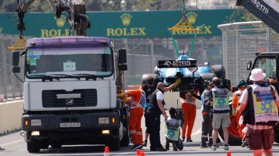 F1, Gp Azerbaigian: salta tombino, Williams ko e prima sessione libere cancellata