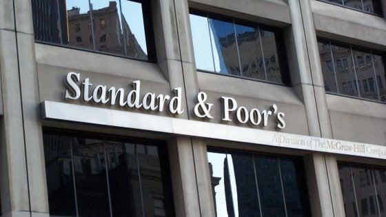 S&P conferma il rating dell'Italia, ma l'outlook resta negativo: Il governo ha fermato il consolidamento dei conti pubblici