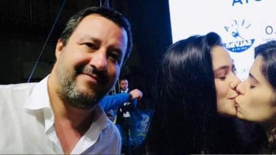 """""""Ci siamo baciate nel selfie con lui perché Salvini gioca con i diritti"""""""