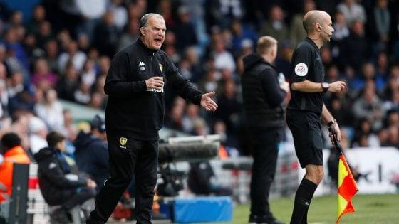 Leeds, Bielsa da libro cuore: ordina ai suoi di far pareggiare l'Aston Villa e manda in Premier lo Sheffield United
