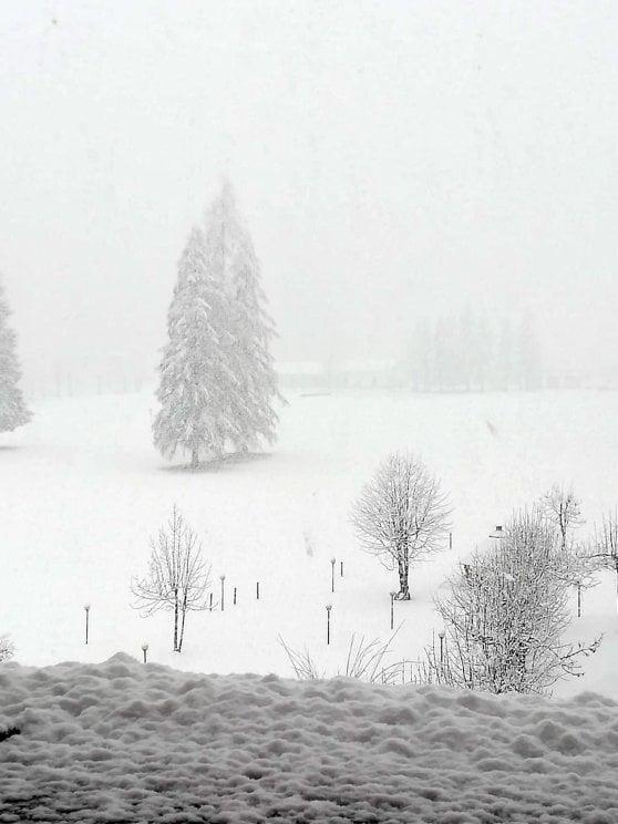 Meteo, quaranta centimetri di neve nel Bellunese a fine aprile