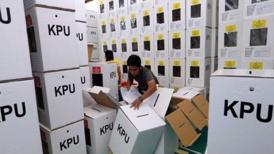 Elezioni Indonesia, 270 morti per stanchezza: il bilancio assurdo della conta dei voti