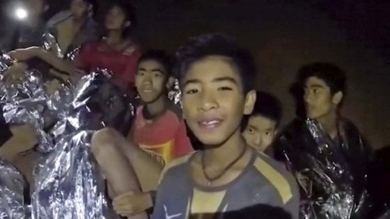 La storia dei ragazzini thailandesi intrappolati nella grotta diventa film