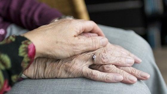 """Alzheimer, il metodo che aiuta il caregiver a """"pensare positivo"""""""