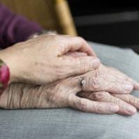 Alzheimer, il metodo che aiuta il caregiver a