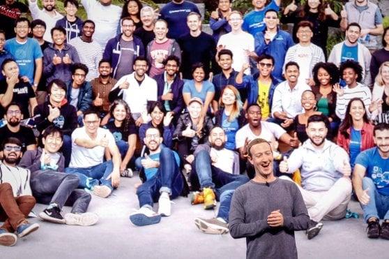 """La svolta di Mark Zuckerberg: """"Il futuro è nel privato"""""""
