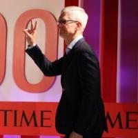 """Apple: ricavi iPhone -17%. Ma è record per i 'servizi', e Cook esulta: """"Miglior trimestre..."""