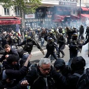 """Primo maggio a Parigi, disordini a Montparnasse. Fermate 330 persone. Il segretario della Confederazione abbandona la manifestazione: """"Repressione inaudita"""""""
