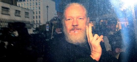 WikiLeaks, Assange condannato a 50 settimane di detenzione