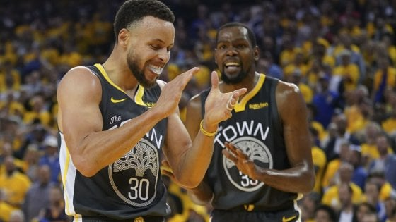 Basket, semifinali playoff Nba: Golden State sul 2-0, Milwaukee pareggia i conti