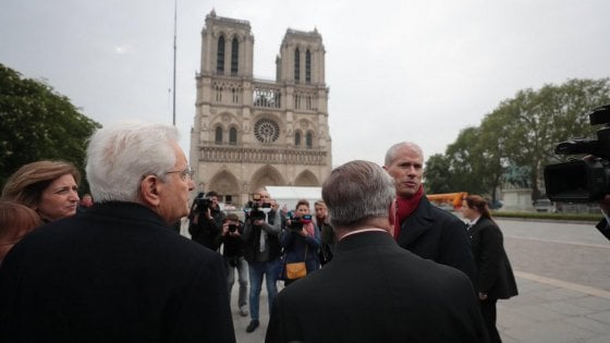 """Mattarella a Notre Dame: """"Qui per testimoniare l'amicizia tra Italia e Francia"""""""