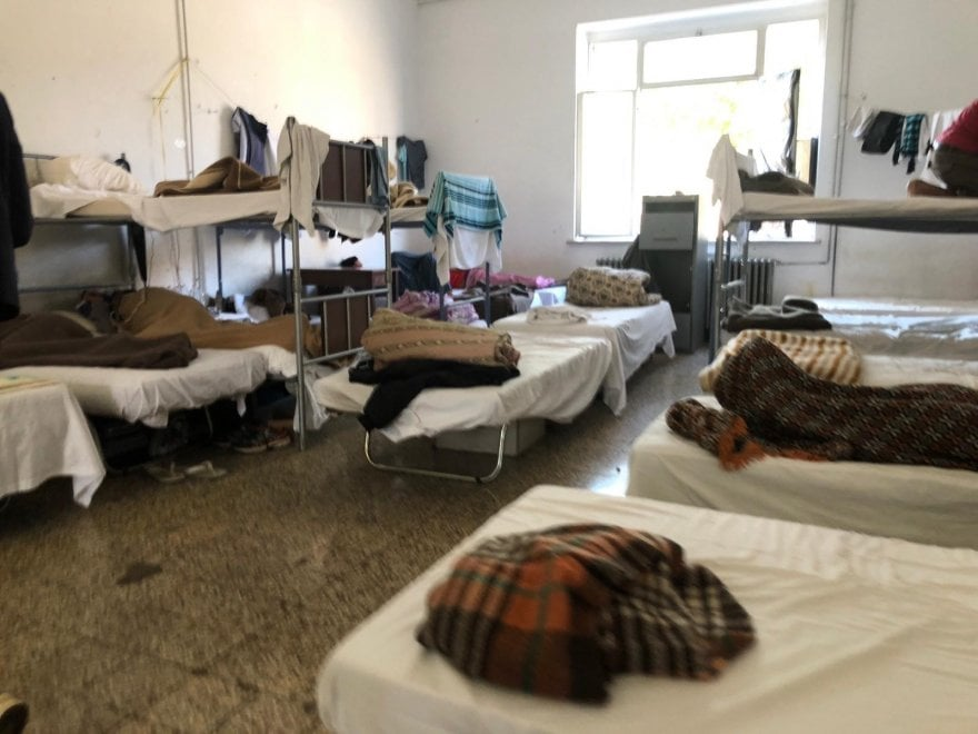 "Udine, i richiedenti asilo tornano in caserma. Le associazioni insorgono: ""È una deportazione"""