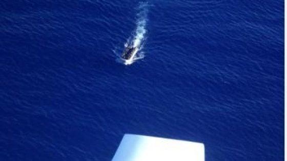 """Migranti, la Mare Jonio denuncia: """"Due barconi presi dai libici"""""""