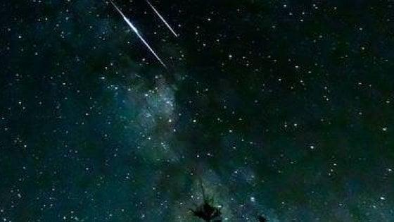 Lo spettacolo delle stelle cadenti figlie della cometa di Halley