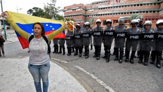Venezuela, scarsa partecipazione alla protesta dell'opposizione davanti alle caserme