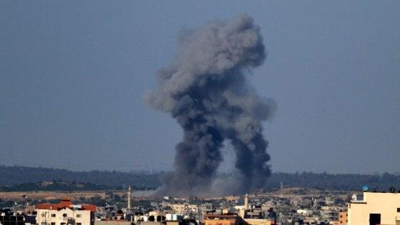 Gaza, Hamas lancia centinaia di razzi, morti quattro israeliani. Ventuno le vittime palestinesi