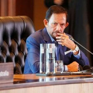 Il sultano del Brunei sospende la pena di morte per gli omosessuali