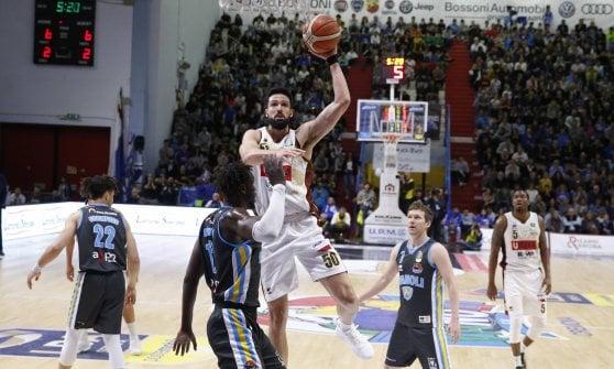 Basket, serie A: Milano si assicura il primo posto, Pistoia retrocede