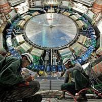 Anche l'antimateria ha due volti: è un'onda e anche una particella