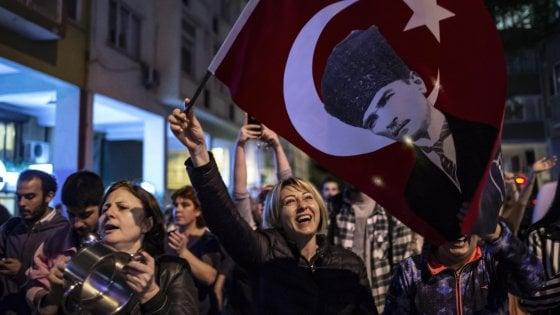 Turchia, la protesta di Istanbul contro Erdogan e il voto da rifare