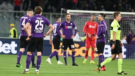 Fiorentina, i tifosi sono stanchi: via gli striscioni dallo stadio