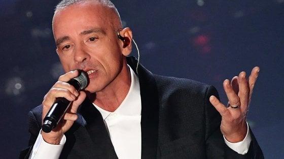 """Eros Ramazzotti ferma il tour: """"Mi opero alle corde vocali e torno più forte di prima"""""""