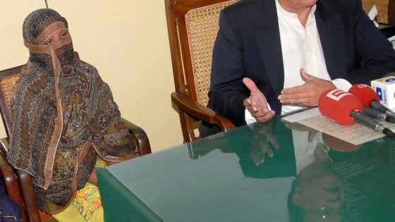 Asia Bibi dice addio al Pakistan: l'accoglie il Canada