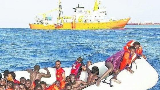Migranti, partenze a raffica. Sbarcano in 20 a Porto Empedocle, avvistati barcone e gommone con 230 persone a bordo