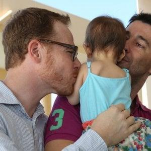 Cassazione, bimbi con due papà: no alla trascrizione in Italia