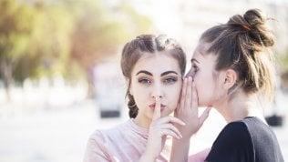 Il pettegolezzo? Non è solo cosa da donne