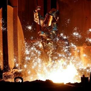L'industria torna in calo a marzo, debole anche il commercio al dettaglio