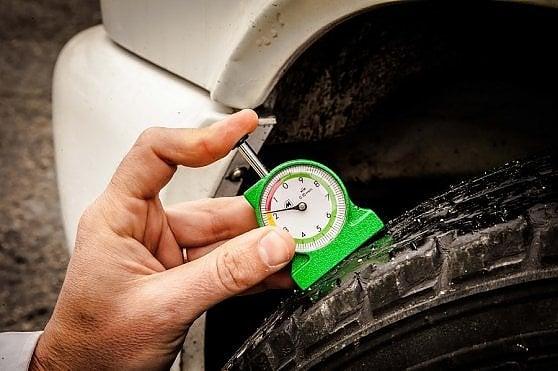 Allarme, gommisti illegali e pneumatici sgonfi sulle strade italiane