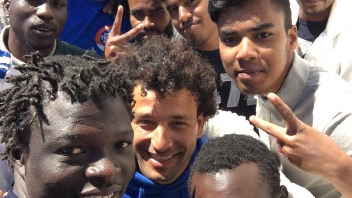 Migranti, La Mare Jonio attracca a  Lampedusa. La nave sarà sequestrata