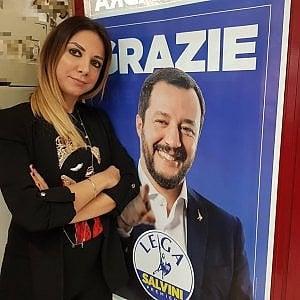 """Sardegna, polemiche sull'assessora Satta, ex di Forza Nuova. Lei replica: """"Bacioni"""". Altro caso all'Agricoltura"""
